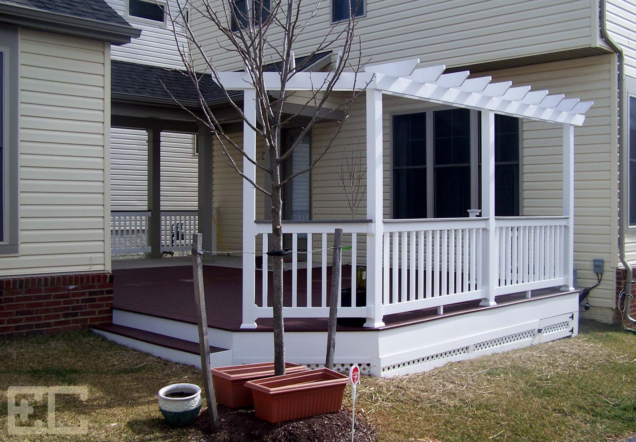 Low Deck with trellis